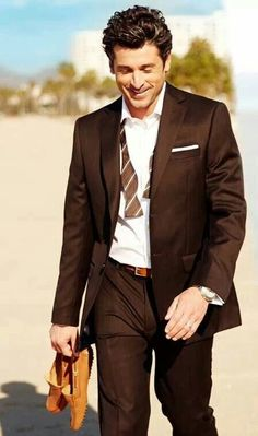 Walking on the beach. Patrick Dempsey, Addison Montgomery, Grey Anatomy Quotes, Greys Anatomy, Meredith Grey, Celebrity Crush, Celebrity Photos, Celebrity Babies, Pretty Men