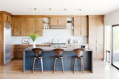 Island + layout // Mid-century modern kitchen