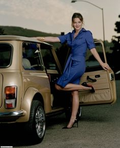 Drew Barrymore drives a classic Mini. #classic #minicooper #drewbarrymore