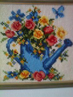 Omin pikku kätösin pistelty ristipisto. Easter Season, Canvas Pictures, Yarn Needle, Cross Stitch Embroidery, Bookmarks, Needlework, Miniatures, Crafting, Handmade