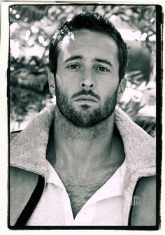 We all love scruff right? and apparently shaving isn't high on Alex's priority list when he's not working so in his honor.. a week of No Shave November #AlexOLoughlin