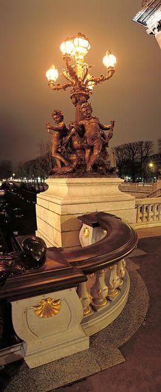 Lampadaire du Pont Alexandre III de nuit, Paris