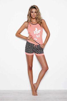 Pijama pantalón corto Promise Bonito pijama de la nueva temporada de Promise.Pijama algodón. Camiseta tirantes con estampado frontal mariposas y ribete a juego pantalón cortito. Modelo único igual fotografía.