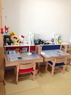「どうしたい?」から始めた片づけで、物を持つ基準が持てるようになった小学生の片付け実践例を紹介します。あき箱で作った「スッキリボックス」が効果絶大でした。 Konmari Method, Drafting Desk, Corner Desk, Kids Room, School, Children, Furniture, Design, Home Decor