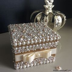 Idee reagalo fai da te veloci ed eleganti Craft Gifts, Diy Gifts, Jewelry Crafts, Jewelry Art, Pearl Crafts, Diy And Crafts, Arts And Crafts, Jewellery Boxes, Decoupage