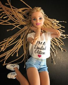 Dolls holds, many methods from old-fashioned wooden buildings to really Barbie Dreamhouses. Barbie Life, Barbie World, Barbie And Ken, Fashion Royalty Dolls, Fashion Dolls, Barbie Tumblr, Barbie Stil, Barbies Pics, Barbies Dolls