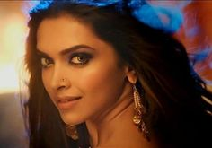Deepika Padukone sizzles in Happy New Year song Lovely
