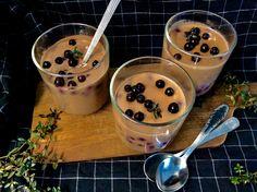 "Žloutkový kakaový pudink z kokosového ""mléka""s borůvkami"