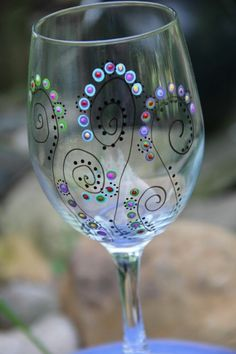 Weingläser Dekorieren weingläser weihnachtlich dekorieren weißer wein glocke draht do