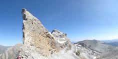 Casco de Marbore _ Casco de Gavarnie o simplemente El Casco, es una cumbre de los Pirineos del macizo de Monte Perdido, situado en una cresta de picos de más de 3.000 m. que hace de frontera entre España (Valle de Ordesa) y Francia (Circo de Gavarnie), estando incluido tanto en el español Parque Nacional de Ordesa y Monte Perdido como en el francés Parque Nacional de los Pirineos. © Miguel Martínez Mirosznizenko