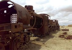 Among South American travelers, the small town of Uyuni, Bolivia is a must-visit spot. Besides being home to the world's largest salt flats, the town boasts an impressive train graveyard. What was once meant to be a major railroad junction is now the final resting place for these massive machines and a surprise tourist attraction.