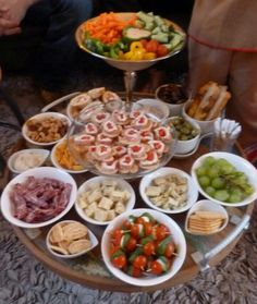 Because I'd rather be with my guests than working in the kitchen, this mini buffet. Tea Snacks, Snacks Für Party, Healthy Snacks, Healthy Recipes, Antipasto, I Love Food, Good Food, Yummy Food, Party Food And Drinks