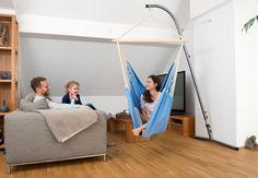 Modrá v interiéru. #lenošení #rodina #interiér #obývák Relax, Indoor Outdoor, Toddler Bed, Furniture, Home Decor, Products, Artists, Amazons, Color Blue