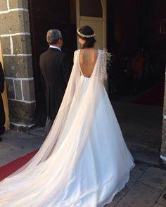 60 Beautiful wedding hairstyles in Fall 2019 - Soflyme Blue Wedding Dresses, Wedding Dress Sleeves, Boho Wedding Dress, Bridal Dresses, Bridesmaid Dresses, Wedding Looks, Dream Wedding, Bridal Cape, Custom Dresses