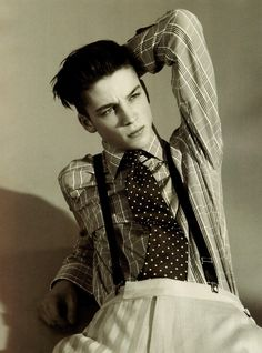 Ash looking like a skinny, punk version of 90's Leo.