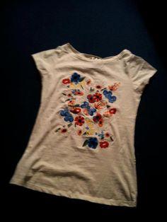 Camiseta feminina by MANGO, não usada. Tamanhos P e M (70 R$)