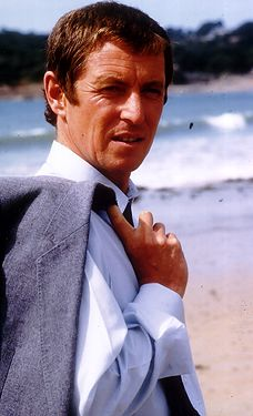 Bergerac Before John Nettles was Inspector Barnaby in 'Midsomer Murders', he was Detective Sergeant Jim Bergerac. Detective Series, Mystery Series, Uk Tv Shows, Midsomer Murders, Cop Show, Tv Detectives, Vito, Medical Drama, Film Serie