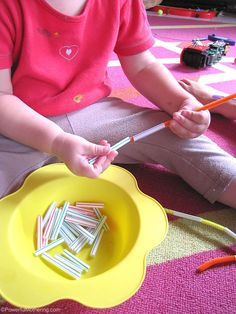 Pipe-cleaners and cut-up straws: Use this simple and classic fine motor activity to encourage fine motor development, hand eye co-ordination as well as threading and pincer skills. Preschool Fine Motor Skills, Motor Skills Activities, Montessori Activities, Gross Motor Skills, Preschool Learning, Learning Activities, Preschool Activities, Teaching, Toddler Fine Motor Activities