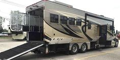 The Equine Motorcoach™ is an all in one RV and horse transport that tows up to lbs. Equine Motorcoach with Hay Pod Horse Hay, Horse Barns, Horse Stalls, Dream Stables, Dream Barn, Quito, Horse Transport, Cool Rvs, Horse Barn Designs