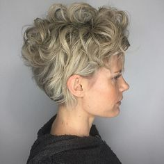 Balayage Very Short Hair 11 Beautiful Balayage Ideas For Short Hair 7 - Hairstyles Magazine Long Pixie Hairstyles, Very Short Haircuts, Haircuts With Bangs, Pixie Haircut, Short Curly Pixie, Short Hair Cuts, Super Short Hair, Hair Magazine, Stylish Hair