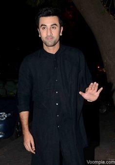 Ranbir Kapoor looks damm handsome in black pathani Salwar Kurta, How To Look Handsome, Real Hero, Ranbir Kapoor, Bollywood Actors, Diwali, Bridal Dresses, Dressing, Men Casual