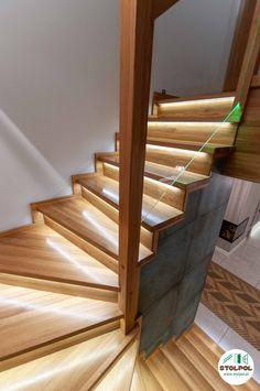 Obłożenie schodów betonowych drewnem. Dąb kolor naturalny, światła led pod stopniami, balustrada z szybą. Stairs, Led, Home Decor, Stairway, Decoration Home, Room Decor, Staircases, Home Interior Design, Ladders