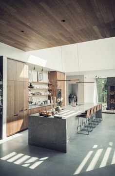 If you're considering a kitchen makeover but don't think you have enough space to work with, then this article can be particularly useful to you. We've prepared 10 tips that will make your small kitchen look bigger and more spacious. Kitchen Room Design, Modern Kitchen Design, Home Decor Kitchen, Kitchen Living, Interior Design Kitchen, New Kitchen, Home Kitchens, Kitchen Island Lighting Modern, Modern Kitchens