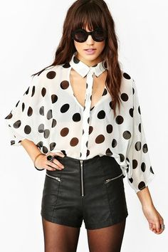 Awesome white chiffon blouse featuring a black dot print and cutout detailing at front and back. Looks rad paired with bold lips and a leather skirt! By Nasty Gal. Dots Fashion, Fashion Tips, Winter Blouses, Shorts With Tights, Ladies Dress Design, Diy Clothes, Mantel, Beautiful Outfits, Blouses For Women