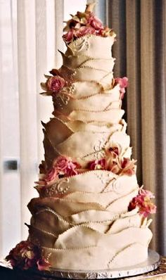 Fabulous - that is one eye catching wedding cake