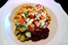 Lentohiekkaa: Superhelppo nakkikiusaus Potato Salad, Potatoes, Meat, Chicken, Ethnic Recipes, Food, Potato, Essen, Meals