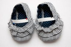 The Mila Baby shoe pattern and tutorial (@Deborah Robson, if this isn't too difficult, these would be SO cute!!!)