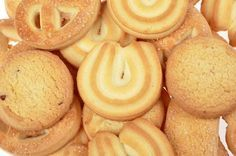 Galletas de Mantequilla Danesas Te enseñamos a cocinar recetas fáciles cómo la receta de Galletas de Mantequilla Danesas y muchas otras recetas de cocina.. Cookie Desserts, Cupcake Cookies, Sugar Cookies, Cookie Recipes, Dessert Recipes, Mexican Food Recipes, Sweet Recipes, Danish Cookies, Cookie Factory
