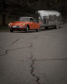 Bowlus trailers are made of riveted aluminum panels attached to welded steel tubing, similar to aircraft construction methods of the 1930's, and so are extremely lightweight. Pulled by 1961 Citroen