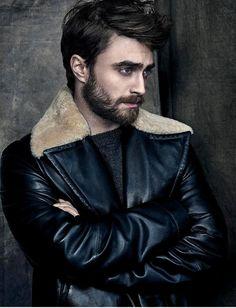 Daniel Radcliffe all grown up. Well done, Harry Potter, well done. Daniel Radcliffe Harry Potter, Harry Potter Actors, Harry James Potter, Tom Felton, Saturday Night Live, Hugh Jackman, Short Beard, Tyler Posey, Draco Malfoy
