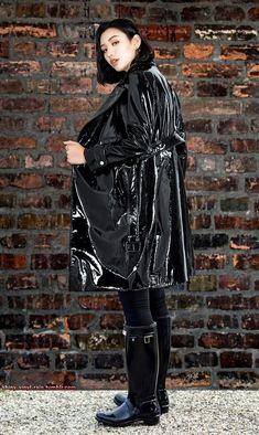 Vinyl Raincoat, Pvc Raincoat, Black Raincoat, Wellies Rain Boots, Vinyl Clothing, Rain Wear, Lady, Womens Fashion, How To Wear