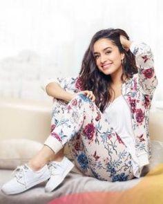 Mode Bollywood, Indian Bollywood Actress, Bollywood Girls, Beautiful Bollywood Actress, Bollywood Stars, Beautiful Indian Actress, Bollywood Fashion, Indian Actresses, Bollywood Photos