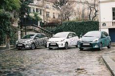 Toyota s'associe à Cacharel, Calla et Surface to Air, marques présentes au salon Capsule, pour rhabiller son auto made in France. La plus innovante et la plus trend des voitures porte des robes aux imprimés uniques, créés spécialement pour elle. http://lesgarconsenligne.com/2014/02/16/toyota-x-capsule/