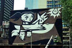 Speto es pintando un mural. A quien te recuerda este mural de Speto? Pon atención en los colores que usa y la bombilla de la derecha. Escribe tu reflexión de esta imagen en un párrafo de 10 lineas. M. Melara