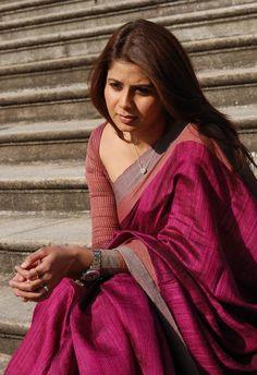 Discover thousands of images about Actress Sangeetha in Naan Avanillai 2 Ethnic Sarees, Indian Silk Sarees, Indian Attire, Indian Wear, Indian Outfits, Phulkari Saree, Saree Jewellery, Sari Blouse Designs, Blouse Patterns
