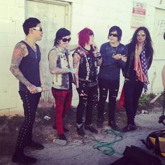 Day Random band you like. Escape the fate. Escape The Fate, Old Singers, Center Stage, Music Lovers, Music Bands, Cool Bands, Music Artists, Punk, Celebs