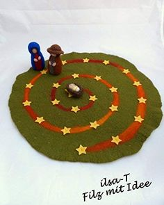 ** This advent spiral is used like an advent calendar and increases the anticipation for Christmas. Every day Mary and Joseph go on a star until they arrive at the baby Jesus on the - Education Subject - Advent Felt Christmas, Winter Christmas, Christmas Holidays, Christmas Crafts, Christmas Decorations, Diy And Crafts, Crafts For Kids, Waldorf Toys, Advent Calendar