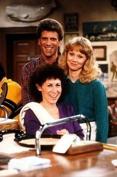 Cheers (TV Series 1982–1993) Great Tv Shows, Old Tv Shows, Movies And Tv Shows, Cheers Tv Show, Cheers Bar, Radios, Before I Forget, Comedy Tv, Souvenir