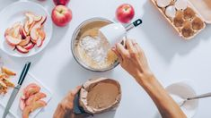 TOP 5 receptov na hrnčekový koláč Aesthetic Quiz, Oats And Honey, Cook Up A Storm, American Food, Apple Tree, Mole, Chocolate Fondue, Baked Goods, Gourmet
