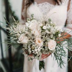 """@weddingstyle shared a photo on Instagram: """"💐 Zum Wochenende haben wir auch noch eine wundervolle #Brautstrauß Inspiration für euch im Gepäck 💐  #repost @floresdebohemia"""" • Nov 29, 2020 at 5:02pm UTC Shabby Chic Weihnachten, Wedding Bouquets, Floral Wreath, Wreaths, Inspiration, Instagram, Home Decor, Basteln, Nice Asses"""