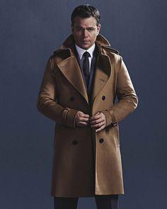 El actor Matt Damon se ha convertido en el hombre del momento gracias a su regreso al papel de Jason Bourne en una nueva cinta, lo que lo ha llevado a ser portada en la edición de agosto de GQ Australia, fotografiado por Nino Muñoz en un trench camel de Burberry.