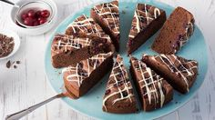 Discover our Chocolate Cherry Cake recipe, a wonderfully flavoursome bake made with delicious fresh cherries. Chocolate Cherry Cake, Chocolate Sponge, Stork Recipes, Cake Recipes, Cherry Cake Recipe, Eren, Bread Baking, Gingerbread Cookies, Snacks