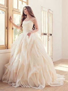 ウエディングドレスショップ シンデレラ(Wedding Dress Shop Cinderella) 風にゆれるエアリーなウェディングドレス AN0100