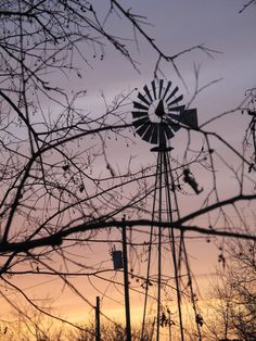 Windmill at Sunset in Fredericksburg, Texas Settlers Crossing Tilting At Windmills, Old Windmills, Country Life, Country Roads, Farm Windmill, Shoot The Moon, Country Paintings, Old Farm, Farm Life