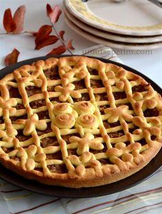 elmalı tart  tarifi Quiche, Turkish Sweets, Delicious Magazine, Turkish Delight, Food Words, Apple Cake, Turkish Recipes, Delicious Desserts, Food And Drink