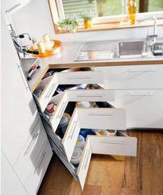 corner cabinet solutions in kitchens – Kitchen cabinets Corner Drawers, Corner Cupboard, Kitchen Corner, Diy Kitchen, Kitchen Decor, Kitchen Ideas, Corner Cabinets, Corner Storage, Cupboard Ideas